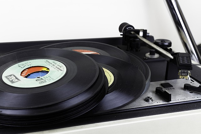record-1338786_640